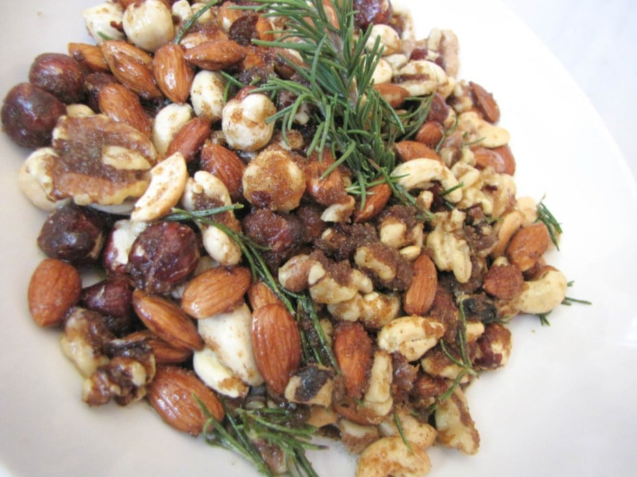 Spiced Rosemary Bar Nuts | 22 Totally Achievable Thanksgiving Recipes on CaliGirlCooking.com