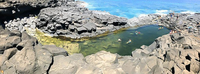 Panoramic view of Queen's Bath on the North Shore of Kauai.