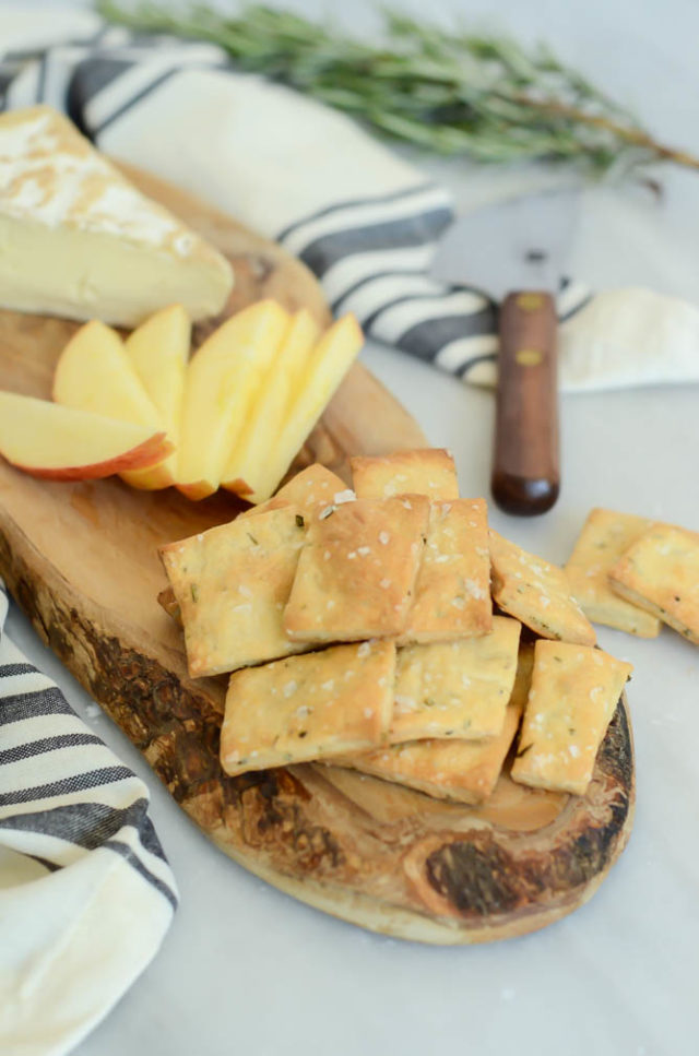 These Homemade Rosemary and Olive Oil Crackers are the perfect accompaniment to your next cheese and charcuterie board!