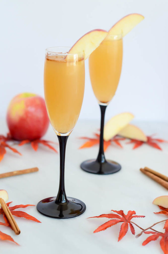 "Looking for a festive fall-themed nonalcoholic drink? These Apple Cinnamon ""Faux-mosas"" are the answer!"