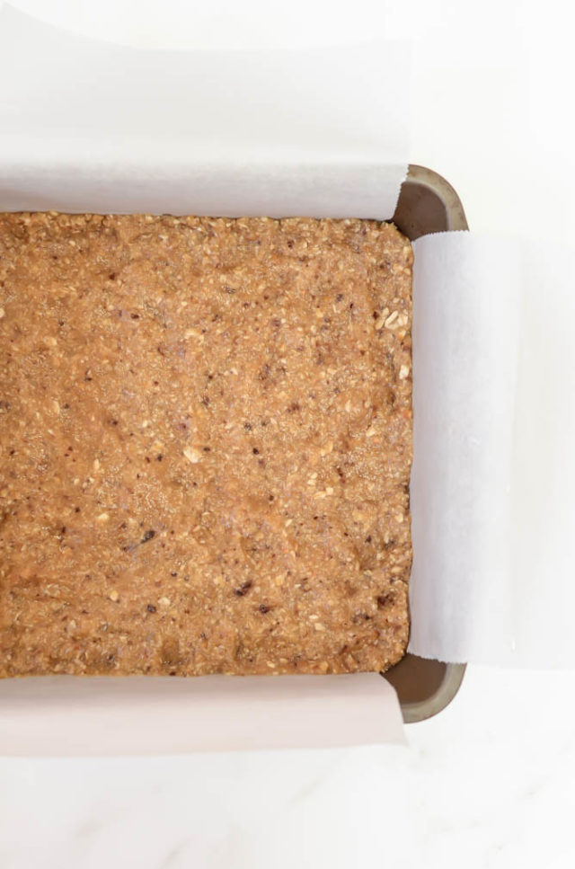 A honey roasted peanut and oat crust makes up the base of these Easy No-Bake Honey Roasted Peanut Butter and Jelly Bars.