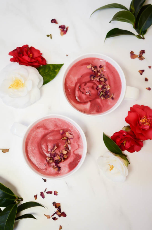 This Energizing Pink Latte has beetroot powder and rose petals to give it such a vivid color and make it a completely caffeine-free drink! #pinklatte #caffeinefreedrinks #roselatte