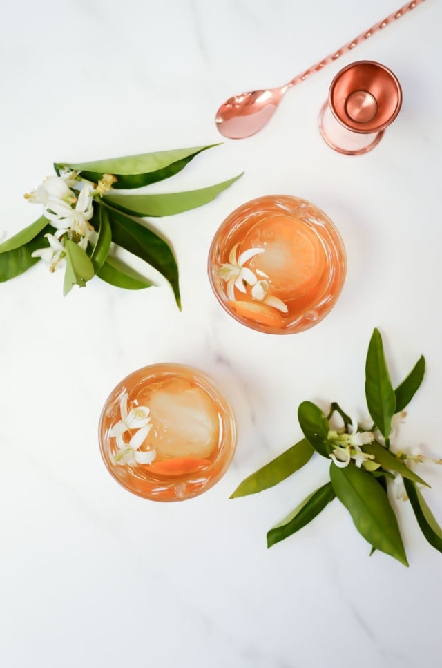 This Sip of Spring Elderflower Old-Fashioned is the perfect spring cocktail for brunch, lunch or dinner! #oldfashionedrecipes #bourbonrecipes #eastercocktails