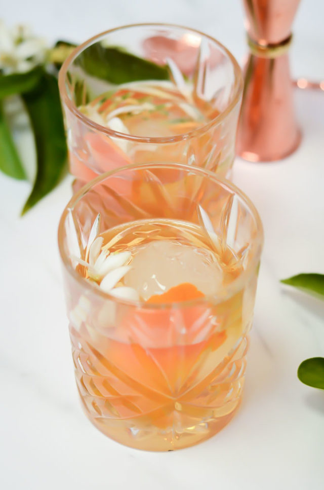 This Sip of Spring Elderflower Old-Fashioned puts a tasty spring twist on the classic bourbon cocktail. #oldfashionedrecipes #bourbonrecipes #easterrecipes