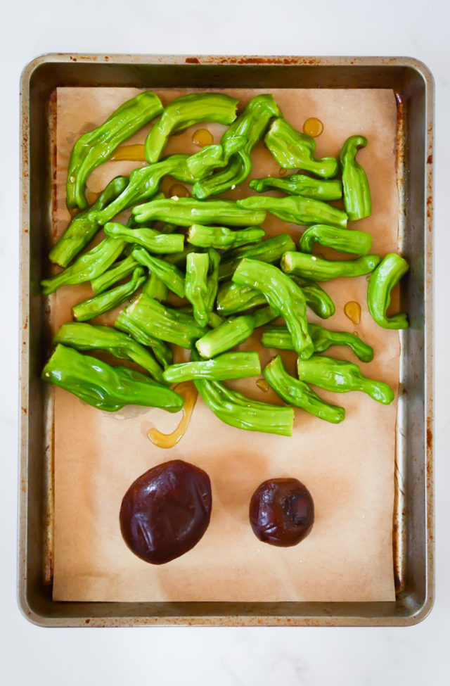 Padrón peppers and beets on a roasting pan.